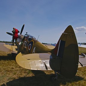 7D and descendant (A77) go to the airshow!
