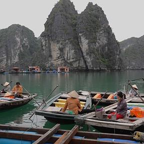 Vietnam - Life on Halong Bay X-Vario