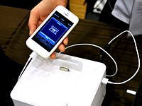 Photo Cube offers compact printing for smartphones