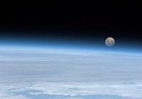 Astronaut tweets impressive space photographs