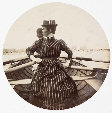 Woman in a rowing boat (<em>circa</em> 1890)