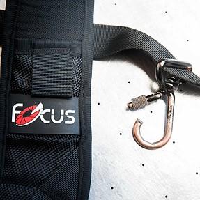 """F-1 Quick Strap - a cheaper """"alternative"""" to the black rapid straps ( DON'T BUY IT )"""