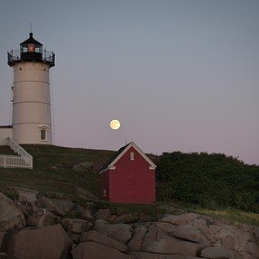 P7800 - Nubble light - Super Moon