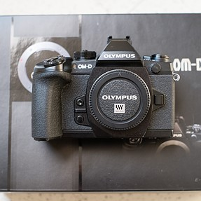 FS: Olympus E-M1, Panasonic Leica 15mm Summilux 1.7, Ona Bowery Camera Bag