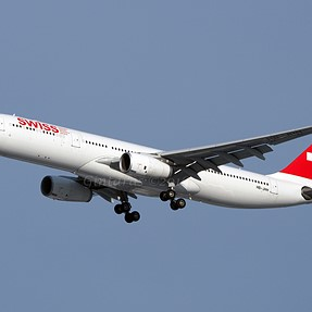 Planespotting at JFK with OM-D E-M10/75-300