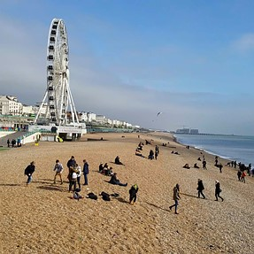 Samsung's Latest Camera: An Afternoon in Brighton in 4K