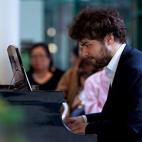 DFA* 70-200mm - Acclaimed pianist Lukas Geniusas
