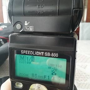 SB-800 showing distance scale the wrong way